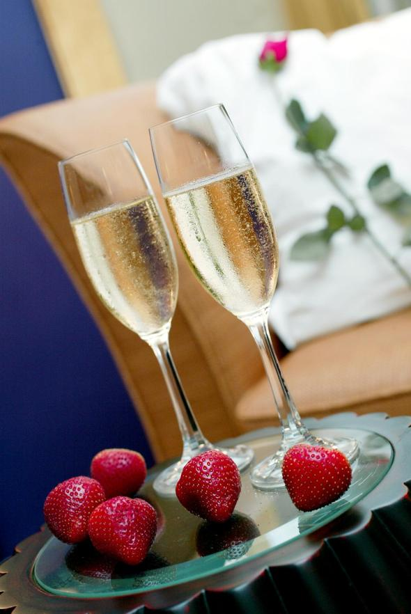 champagne-and-strawberries