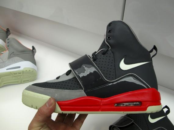 nike-air-yeezy-black-grey-fire-red-02